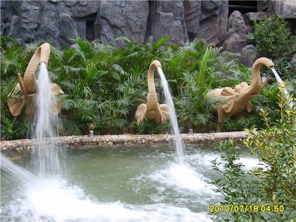 大象冲击浴